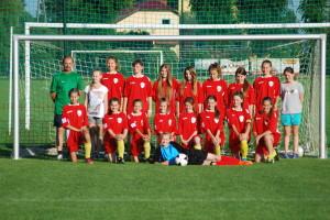 Młodziczki Sokoła po meczu z chłopcami z MKS Kolbuszowa
